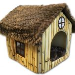 Hurmaava Mökki Koiralle. Valoisa, ikkunallinen yksiö koiralle, jossa bambu-kuviolliset seinät